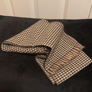 Accessories - NWOT HOUNDSTOOTH SCARF